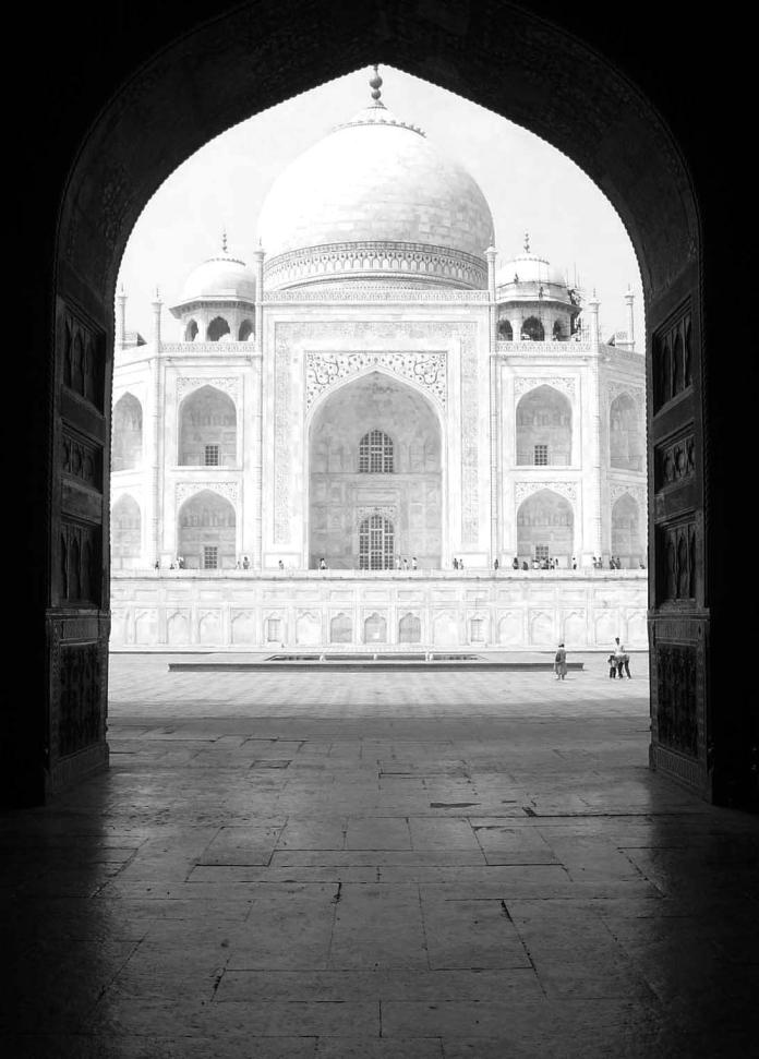 à travers le Taj