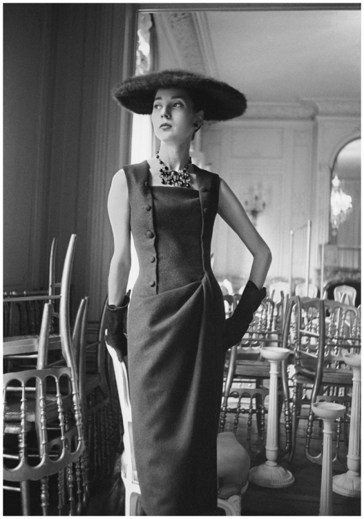 dior-glamour-1955-dress-autumn-winter-1954-haute-couture-collection-h-line-photo-mark-shaw