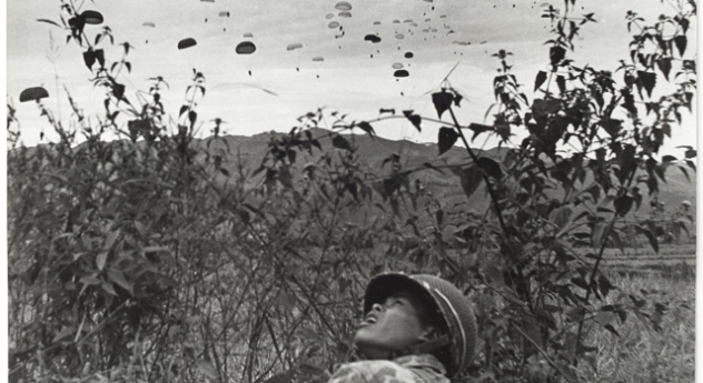 ob_f0c864_parachutage-sur-dien-bien-phu-1953