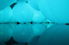 luminous-colored-spheres-by-team-lab-respond-to-human-touch-designboom-20
