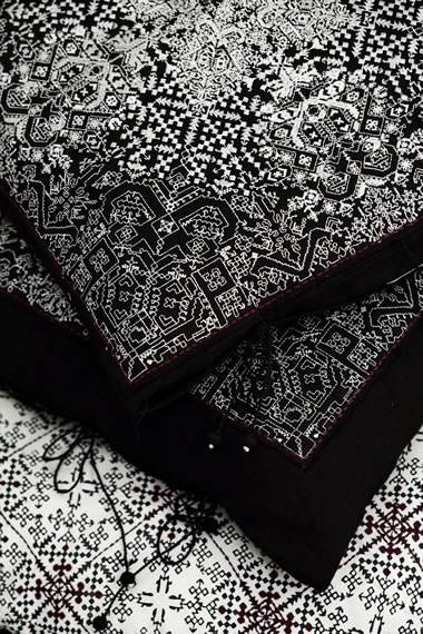 4c-no-mad-black-fez-tiles-detail