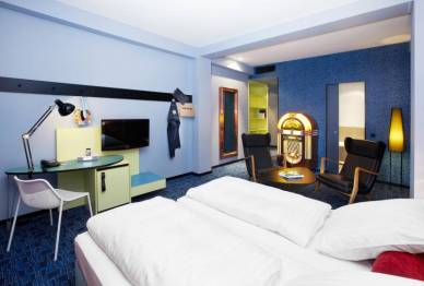 526_7_25hours_Hotel_Frankfurt_by_Levis-XL-Room-2