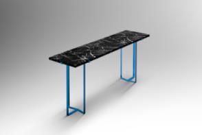 Console, plateau marbre noir Marquina massif épaisseur 3 cm. Piétement aluminium anodisé massif coloris bleu turquoise Série limitée à 8 exemplaires et 2 épreuves d'artiste. Signés et numérotés. Dimensions : Hauteur 90 cm, 180 X 44 cm
