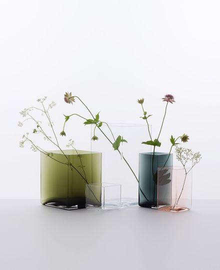 des-vases-poetiques-en-verre-souffle-imagines-par-les-freres-bouroullec_5182219