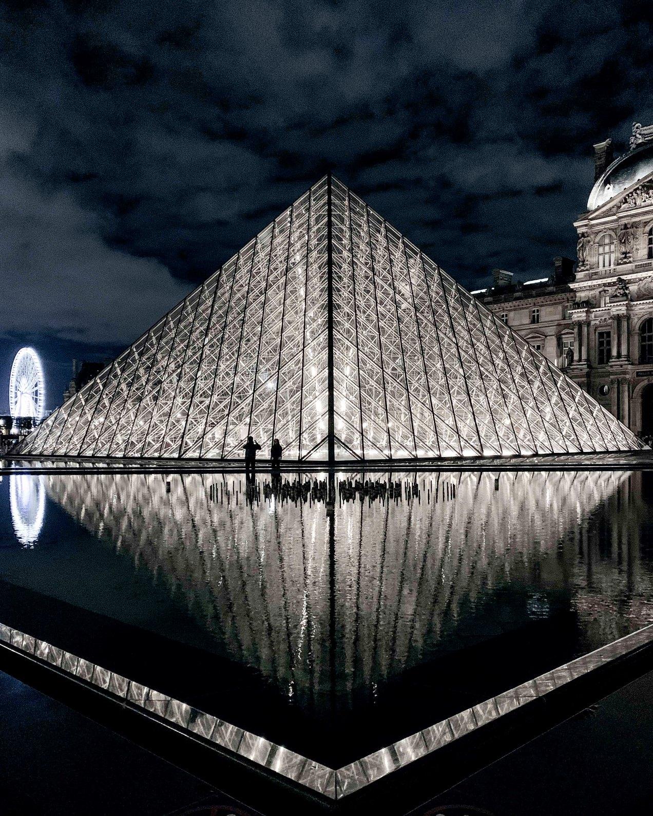 La pyramide du Louvre en hiver, gildalliere, 2019