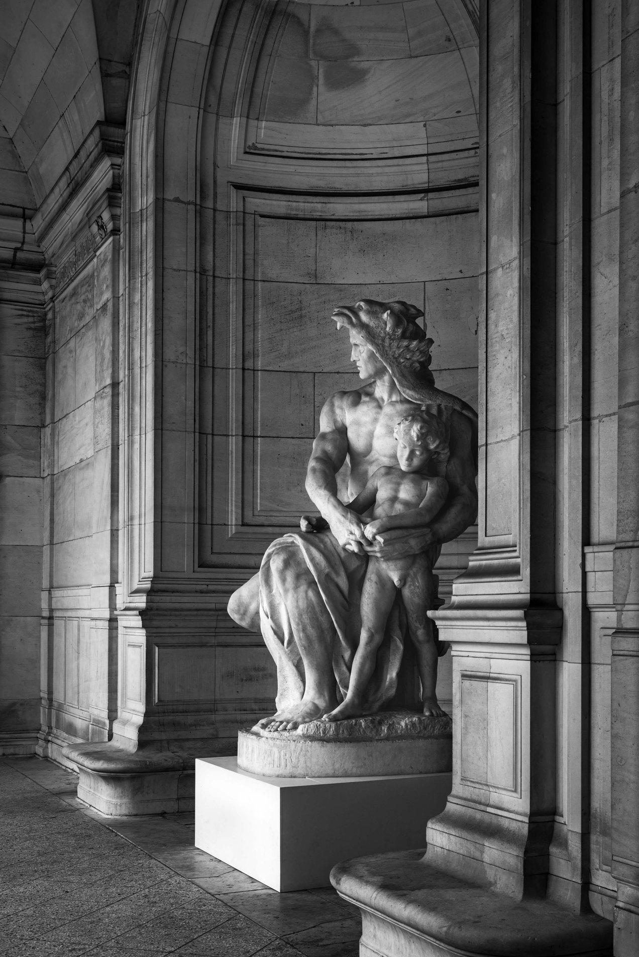 Protection et Avenir, sculpture en marbre d'Honoré Picard, Musée Galliera, Paris, 2017